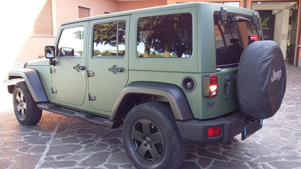 Jeep Wrangler 1080-M26 Matte Military Green con dettagli neri opachi pellicola spray removibile